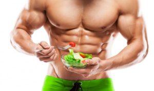 мускулест мъж полу-гол