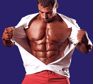 мъж аполон с покачена мускулна маса и високо ниво на тестостерона показващ гърдите си, чрез разкъсване на тениската.